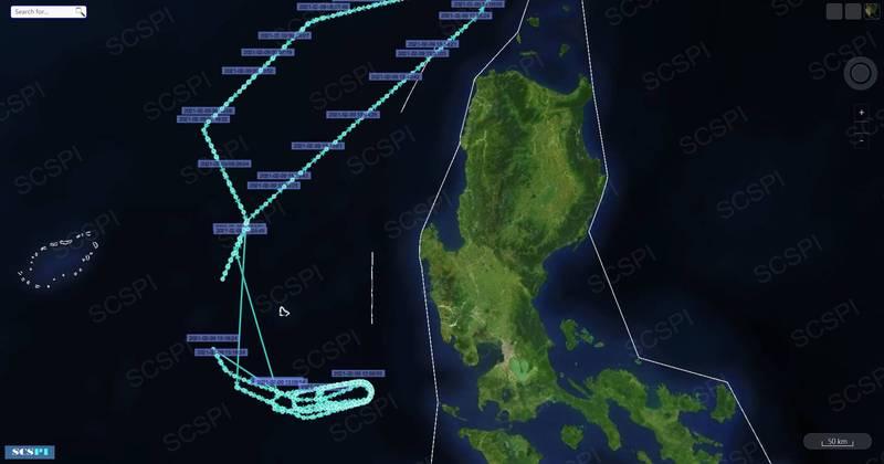 中國北京大學「南海戰略態勢感知」指出,美軍今天雙航艦演習的位置大約在黃岩島以南100海里(185.2公里)處。(圖取自SCSPI)