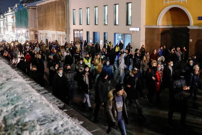 近日俄國已有上萬的群眾走上街頭,抗議普丁政府將反對黨領袖納瓦尼監禁。(路透)