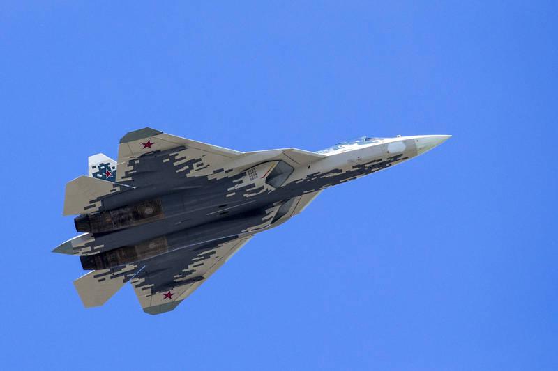 蘇愷設計局駕駛莢艙部門高層近日表示,Su-57戰機能「自己飛」,飛官只需要專注在戰鬥上就好,圖為Su-57戰機。(美聯社資料照)