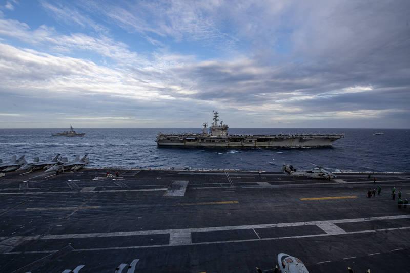 「尼米茲號」和「羅斯福號」今在南海舉行雙航艦聯合演訓。(圖擷取自美軍第七艦隊官網)