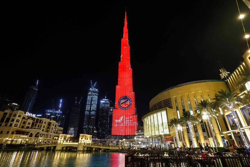 全球最高楼哈里发塔发出红色光芒,象征「希望号」即将到达火星。(法新社)(photo:LTN)