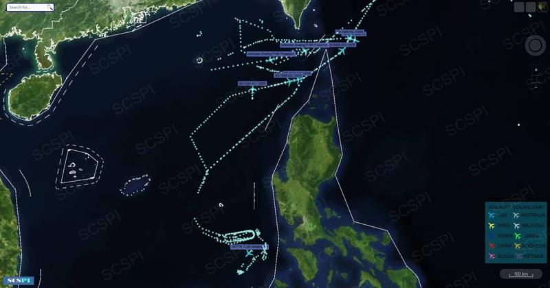 中國北京大學「南海戰略態勢感知」公布航跡圖,指稱至少8架美軍機從沖繩飛越台灣南方的巴士海峽,參與在南海的雙航艦演訓。(圖取自SCSPI)