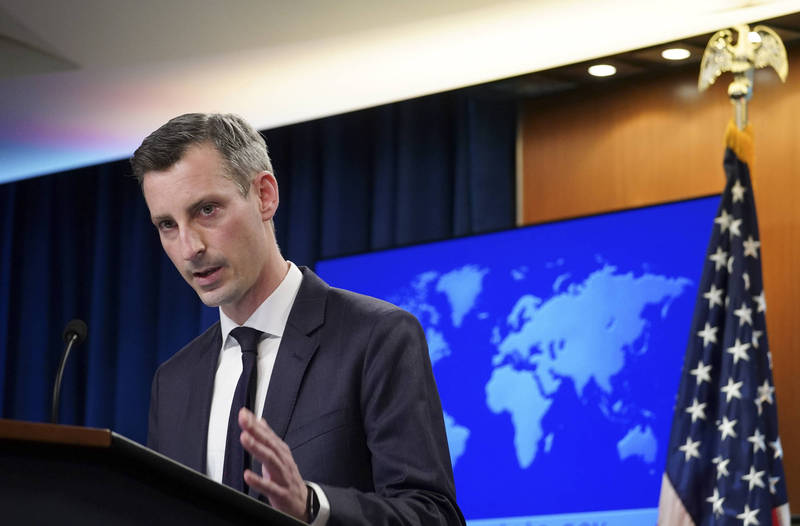 美國國務院發言人普萊斯(Ned Price)8日在例行記者會上呼籲,中國應該加入全球譴責緬甸軍方「反民主行動」(anti-democratic action)的行列。(美聯社)