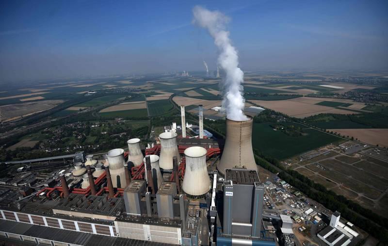 最新研究指出,2018年化石燃料污染造成870萬人提早死亡,佔當年全球成人死亡總數的近20%,比科學家原先的估計高出逾1倍。圖為德國能源巨擘RWE的火力發電廠。(法新社)