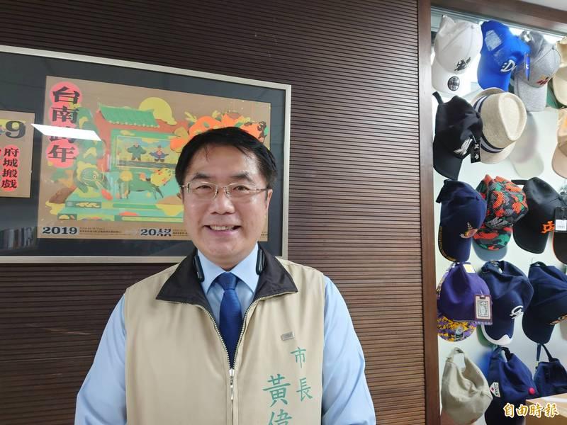 台南市長黃偉哲春節前宣布調高小型校園長公關費,自2022年開始。(記者洪瑞琴攝)