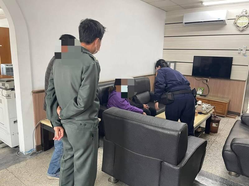 1名少女打工失聯,被警方尋獲後,在永樂派出所與父母團圓。(圖由台東分局提供)