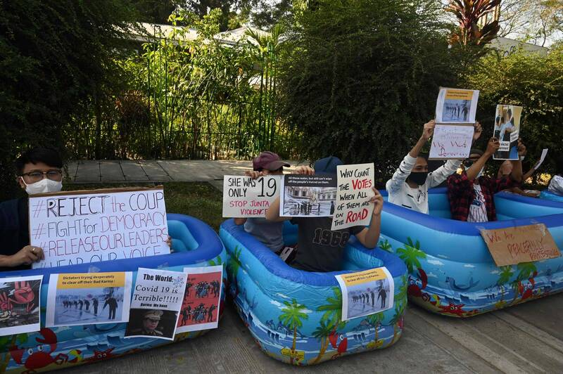 Outside the Japanese Embassy in Yangon, some demonstrators sat in an inflatable pool to express their dissatisfaction.  (AFP)