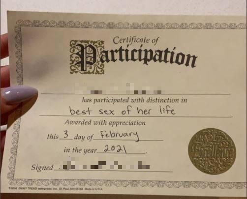 女網友在完事後,從男友那收到一張「性愛證書」,上頭寫著,「一生中最好的性愛」。(圖片擷取自twitter)