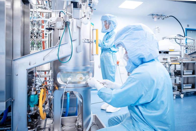 与辉瑞药厂合作的德国BioNTech公司今日宣佈,马尔堡的新疫苗工厂已开始生产疫苗。预估今年上半年可先交出2.5亿剂。(欧新社)(photo:LTN)