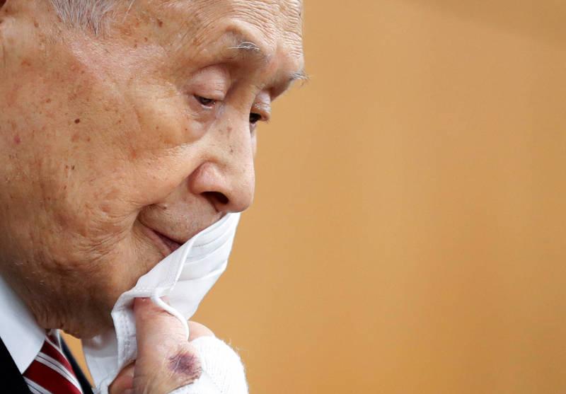日本東京奧運暨帕運組織委員會主席森喜朗,日前一席涉及歧視女性的失言風波至今未息,國際奧會也發聲明譴責,森喜朗能否堅持不辭,恐有變數。(路透)