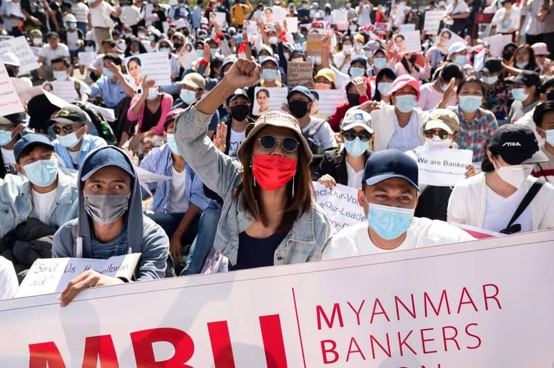 緬甸軍事政變引發街頭抗議,到11日已經連續6天。(路透)