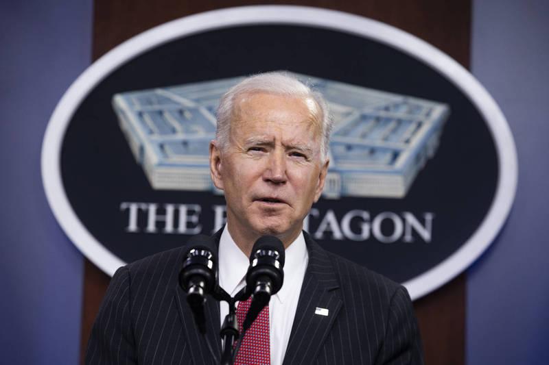 美國總統拜登10日在五角大廈發表講話後接受媒體訪問時說,有興趣獲得所有病毒源頭的事實。(彭博)