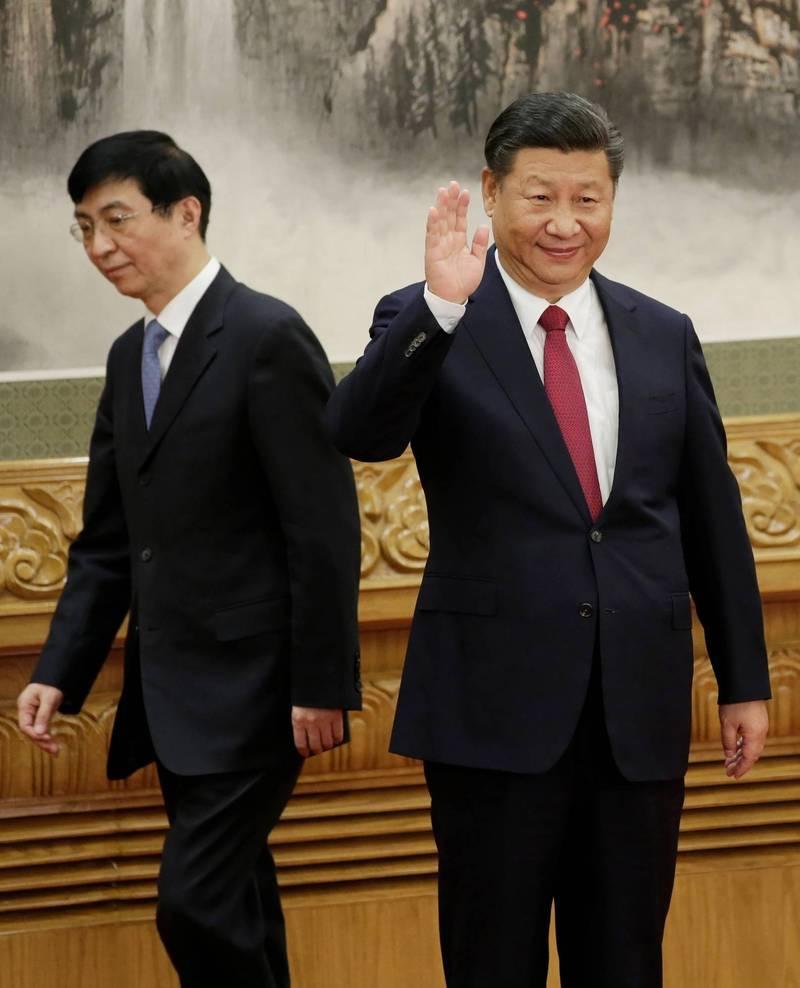 香港「凤凰卫视」传重大人事变动,接替董事局主席职务的是上海社会科学院中共党委书记徐威,据称是中共中央政治局常委王沪宁(左)的人马。(路透档案照)(photo:LTN)