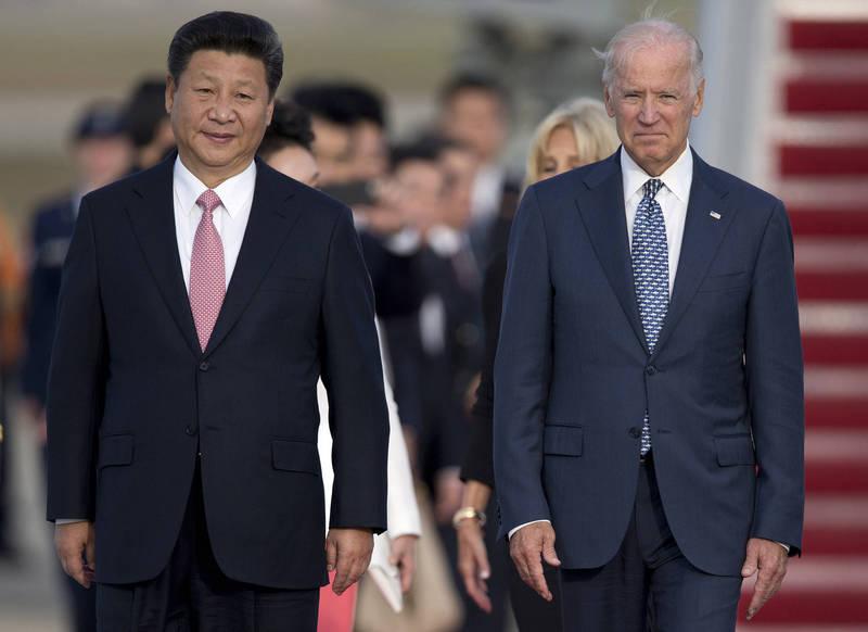 美總統拜登(右)與中國國家主席習近平(左)將在今日通電。(美聯社)