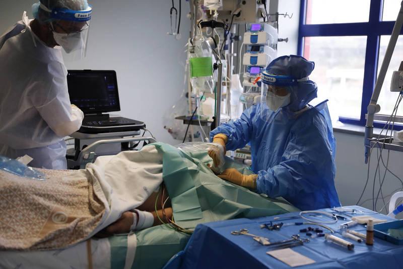 一个英国和美国的研究团队发表论文指出,血液稀释剂可以减少武汉肺炎(新型冠状病毒病,COVID-19)病患的死亡风险。(示意图,图为一位在武汉肺炎重症病患正在接受超音波扫描)(美联社)(photo:LTN)