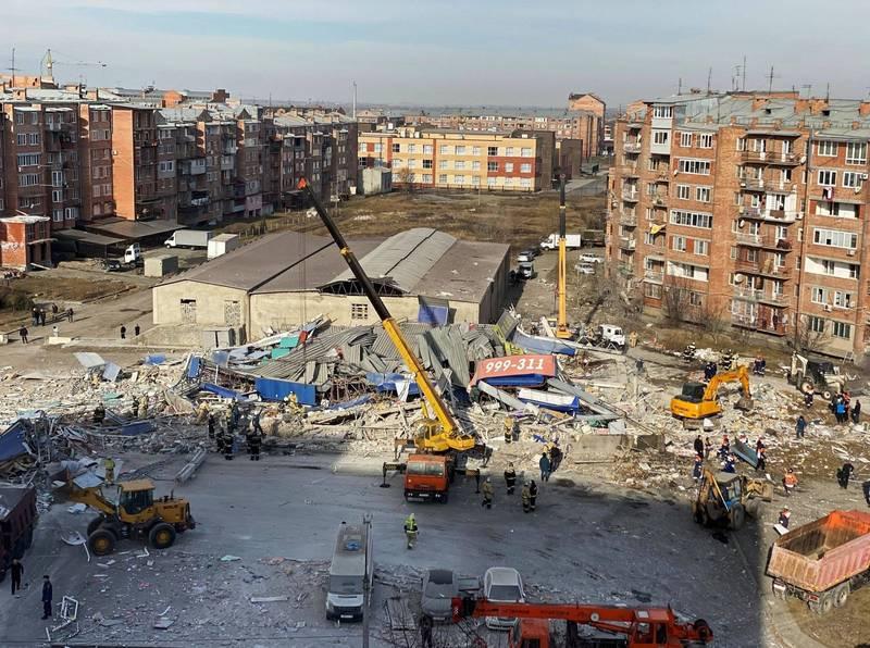 俄羅斯弗拉季高加索(Vladikavkaz)一處超市今(12日)營業前發生大爆炸,整間建築夷為平地。(路透)