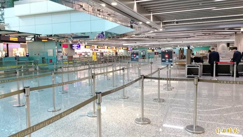 桃園機場大年初二旅客入出境人數出現歷史新低。(記者姚介修攝)