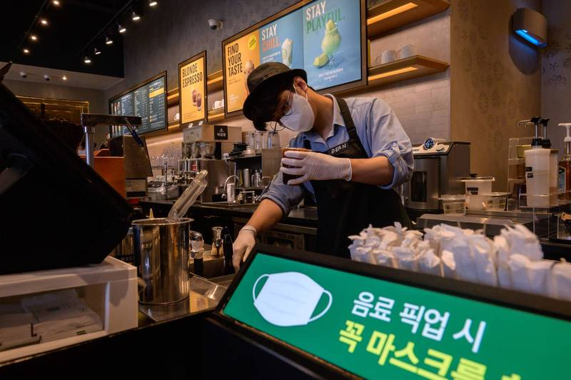 The South Korean government took into account the fatigue of the national epidemic prevention and announced a reduction in the national epidemic prevention level, but still maintained the ban on gatherings of more than 5 people.  (AFP)