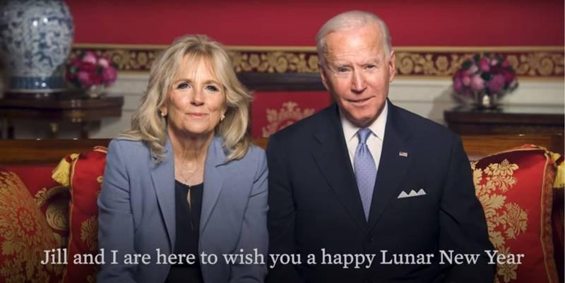 美國總統拜登在當地時間12日發佈影片,與夫人吉兒一同祝賀農曆新年。(圖擷自白宮YouTube影片)