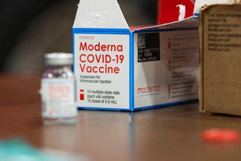 美國食品藥物管理局已通知美藥廠「莫德納」公司,可以將每瓶疫苗劑量增加40%,從原本每瓶10劑疫苗增加至14劑,圖為莫德納疫苗。(路透)