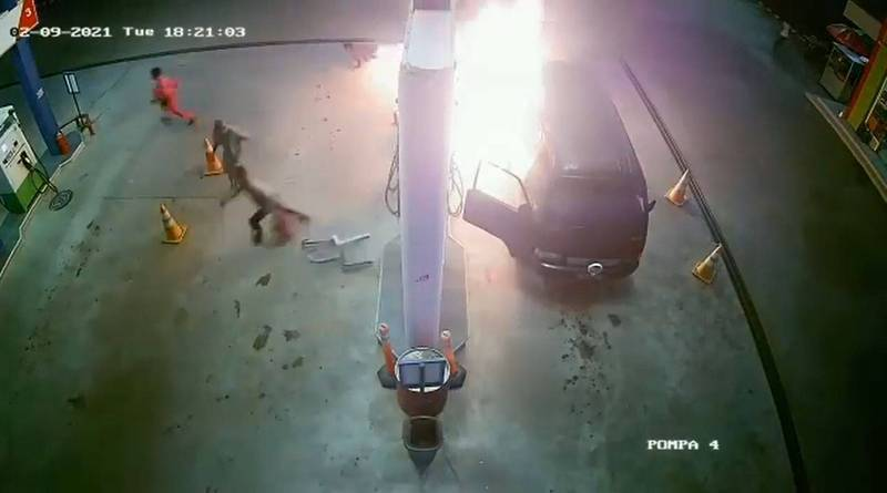 Unfortunately, a gas station worker was burned to his body by the explosion. His injuries were the most serious and he was rushed to the hospital for treatment.  (The picture is taken from the IG account dashcamindonesia)