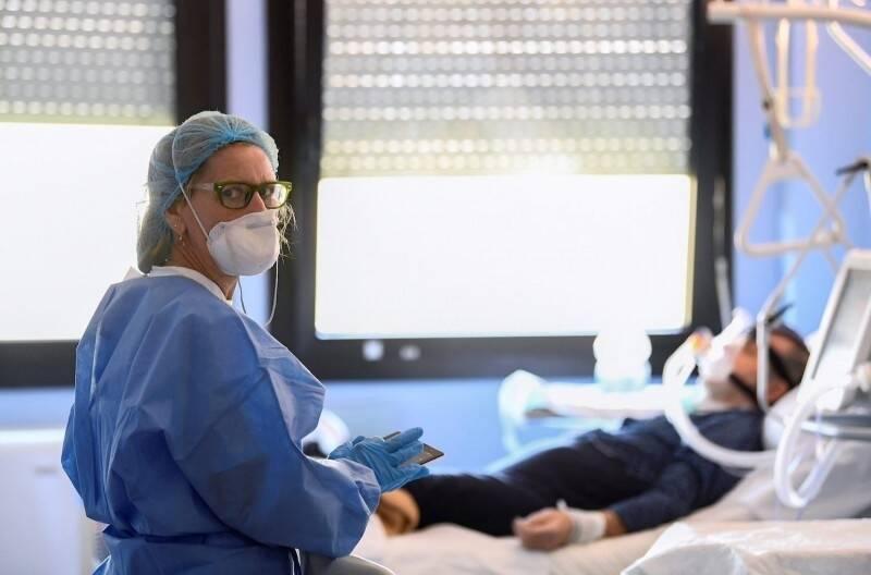 法國一名4個月前確診後痊癒的病人,最近再感染南非變異病毒株,而且出現重症症狀,目前情況危殆。(路透)