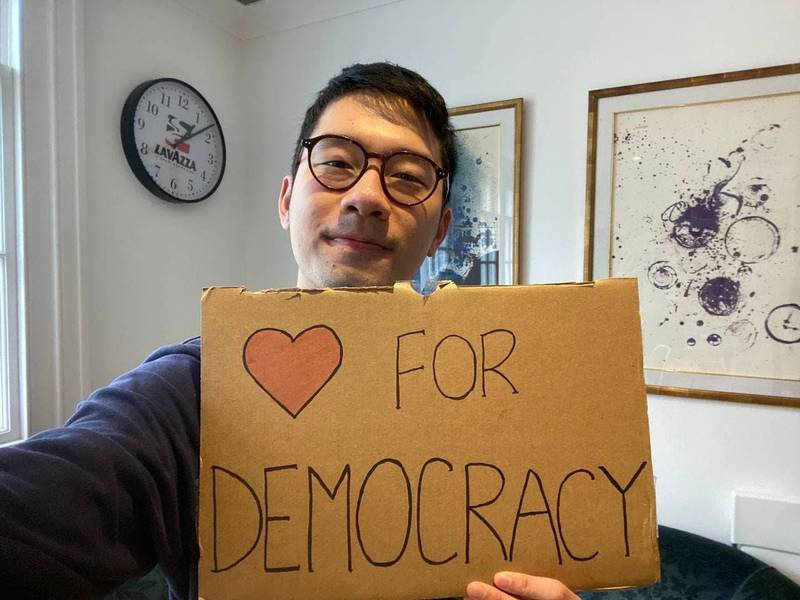 今日是西洋情人節,香港眾志創黨主席羅冠聰也發文送暖,聲援泰國、緬甸、白羅斯、俄羅斯等地的民主示威浪潮。(圖擷取自臉書_羅冠聰 Nathan Law)