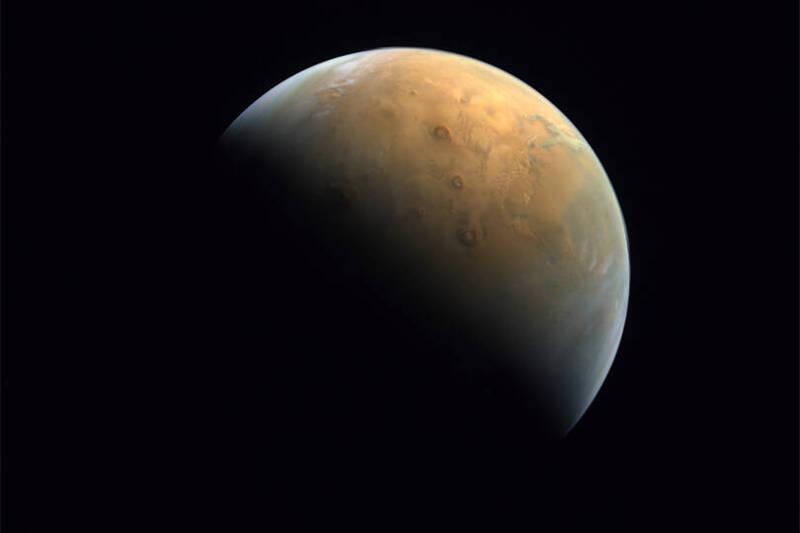 「希望號」傳回的火星影像。(美聯社)