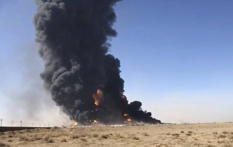 阿富汗與伊朗接壤的伊斯蘭卡拉(Islam Qala),傳出500輛運送燃料和天然氣的車輛起火燒毀,至少造成60人受傷。(美聯社)