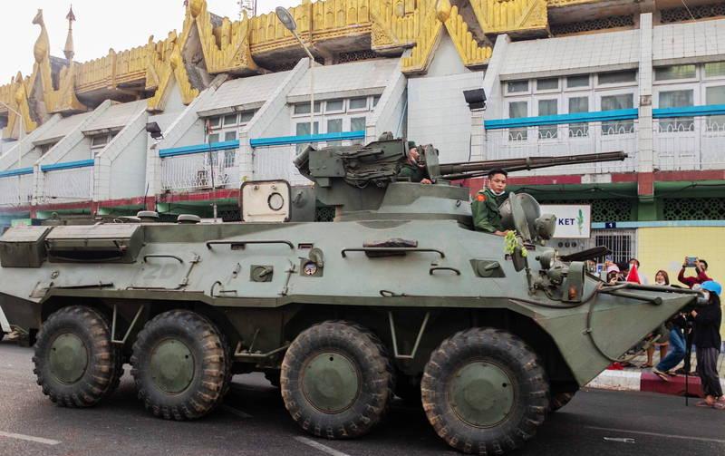 緬甸示威升級,今天該國最大都市仰光首次有裝甲車進駐。(歐新社)