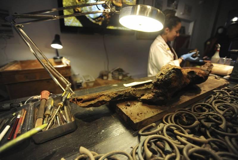 史上首艘有實物證實存在的海賊船維達號,最新出土了6具遺骸,其中有可能是傳說中的船長「海盜王子」。圖為維達號過去打撈上來的文物。(美聯社)