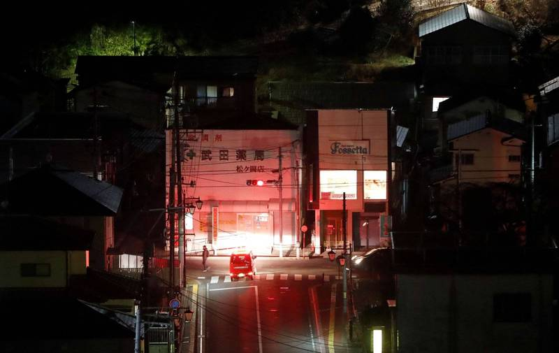 日本發生規模7.3大地震,已傳出部分災情,消防救難人員也已出動巡邏救災。(路透)