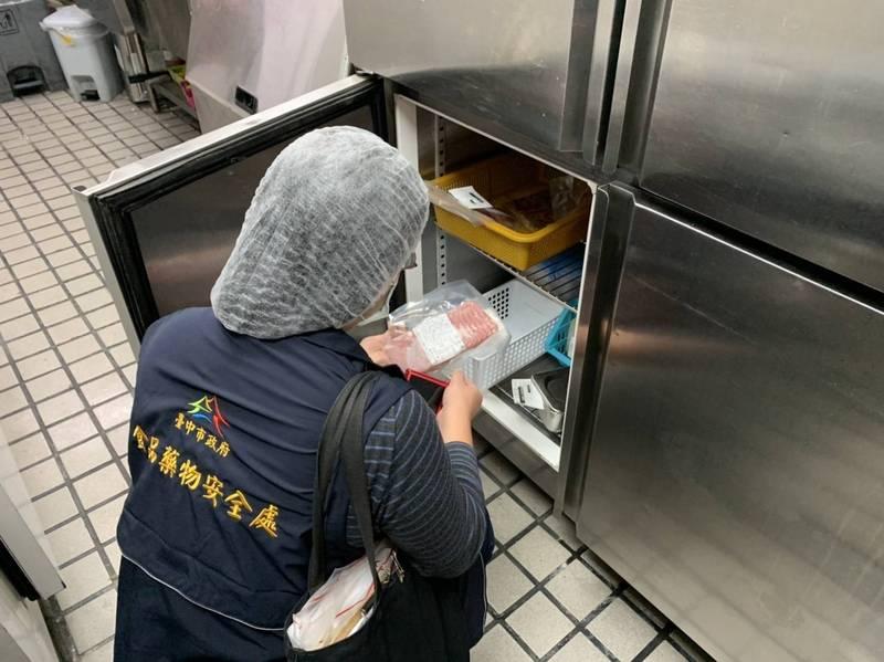 台中市食品藥物安全處稽查摩斯漢堡青海店,並未發現缺失。(記者張瑞楨翻攝)