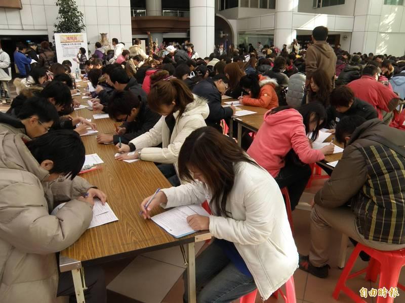 南市勞工局於春節後將舉辦5場徵才活動,提供逾2300個多元職缺。(資料照,記者蔡文居攝)