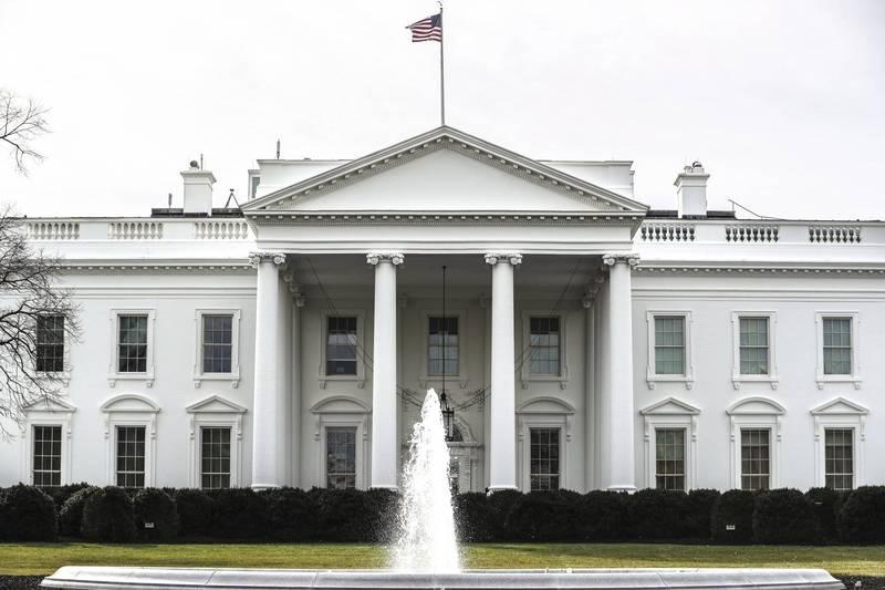 美国66岁老妇接近白宫外的哨站想送信给拜登,但她车内被发现载有上膛枪枝,特勤局见状连忙将她逮捕。(欧新社)(photo:LTN)