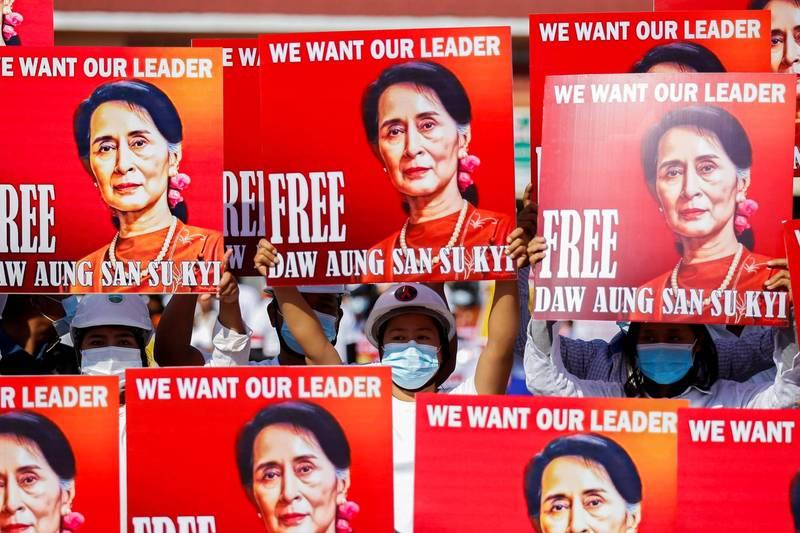 緬甸領導人翁山蘇姬原定拘留到今日,律師今日則表示,翁山蘇姬將還押至17日,直到週三聽證會。(路透)