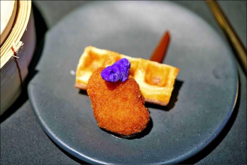 人造鸡肉被油炸过后,成为一道精致的餐点。(法新社)(photo:LTN)