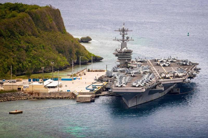罗斯福号舰上曾爆发大规模疫情,被迫在关岛停泊将近2个月。如今又发现3名水兵确诊。(法新社)(photo:LTN)
