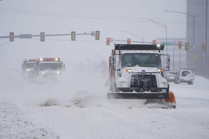 美國大半地區近期氣候惡劣,在暴風雪及酷寒天氣影響下,用電需求也遽增,進一步導致供電網不堪負荷。(美聯社)