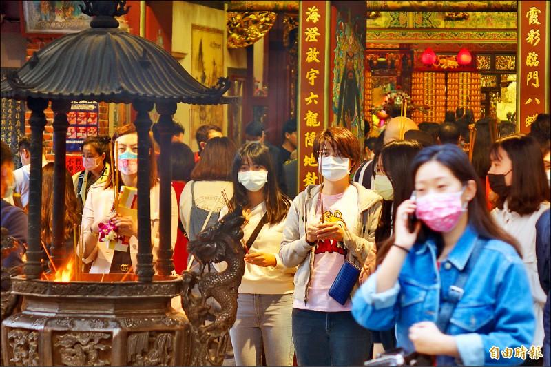 春節假期最後一天,民眾紛紛前往各旅遊景點,為美好的假期畫下完美句點。(記者叢昌瑾攝)