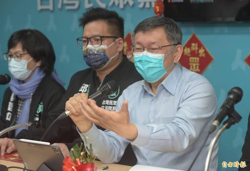 台北市長柯文哲除夕夜到大龍新城圍爐再被痛批作秀,柯表示,工程有80%以上說讚也可以了啦,要都100分,沒辦法。(記者張嘉明攝)