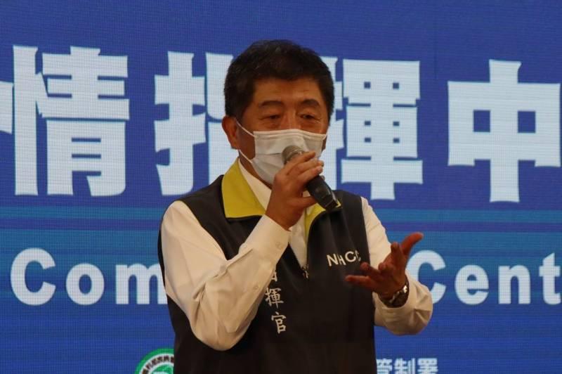 中央流行疫情指揮中心指揮官陳時中表示,研擬試辦「接觸者自主提醒」APP,若近距離且長時間接觸確診者,手機會跳出警示。(指揮中心提供)