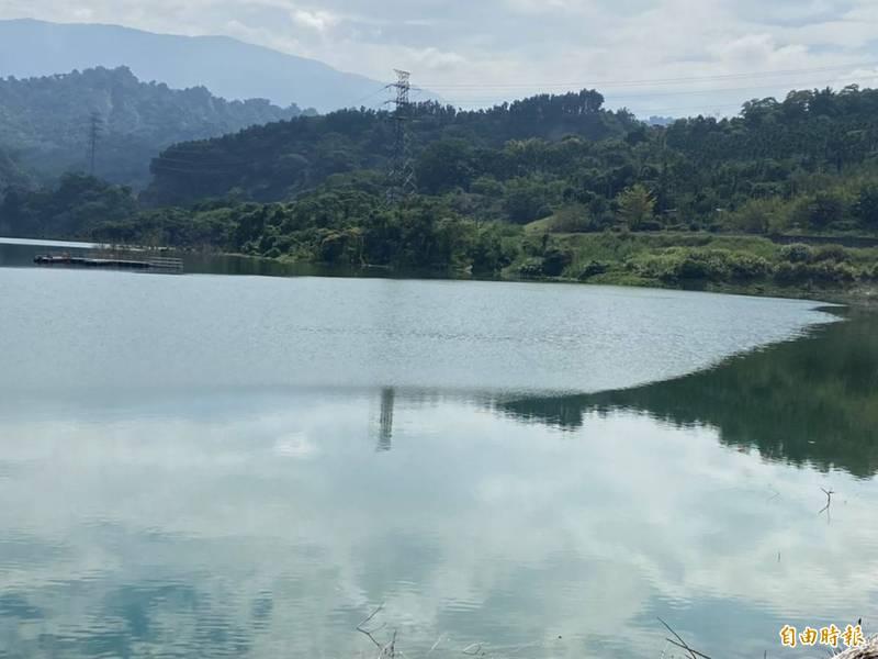 湖山水庫目前蓄水量約5成7,應可撐到雨季來臨。(記者林國賢攝)