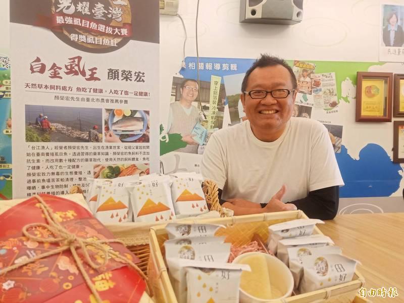 台江科技魚人顏榮宏耗時4年多研發出固態常溫保存的凍乾滴魚精。(記者王姝琇攝)