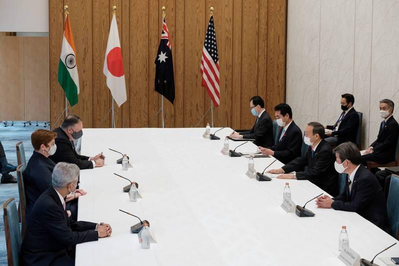 美国国务院在当地时间17日宣布,国务卿布林肯将与澳洲、日本和印度的外交部长进行线上会议。图为去年10月在东京举行的四方会谈。(路透)(photo:LTN)