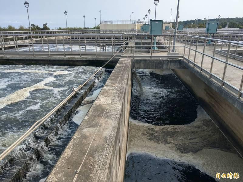 水公司啟用東港溪原水前處理設施,支援民生用水每日3萬噸。(記者陳文嬋攝)