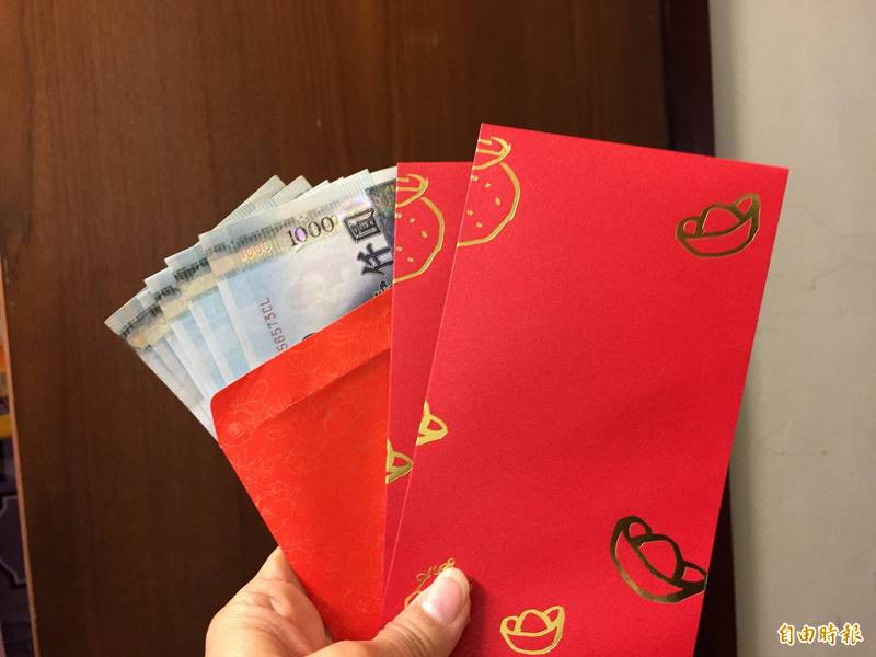 網友的8歲堂弟嫌上萬元大紅包「寒酸」,讓網友超傻眼。示意圖。(資料照)