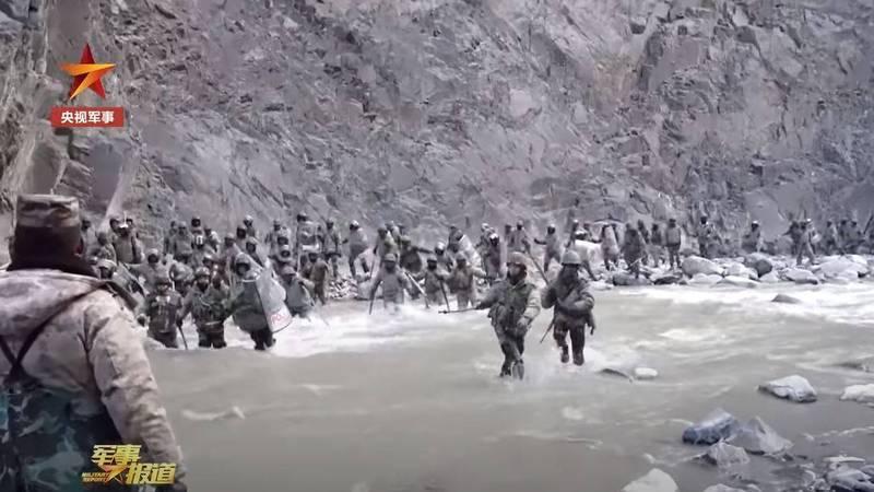 中國官媒釋出了現場影片,但內容卻與先前外媒報導的大不相同。(圖翻攝自中國央視)