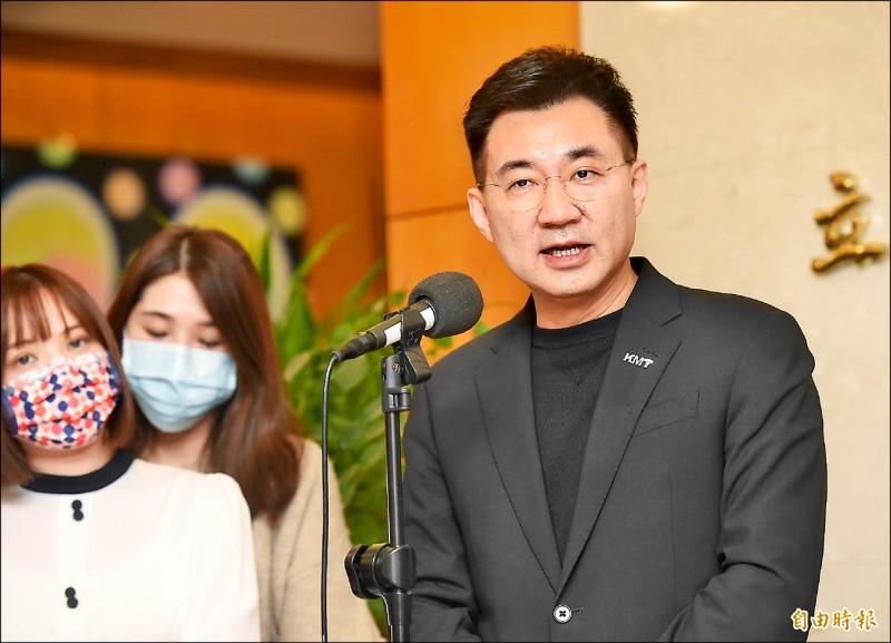 國民黨主席江啟臣(右)昨召開記者會,宣布爭取連任黨主席。(記者簡榮豐攝)