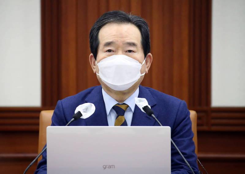 南韓國務總理丁世均表示,26日將會開始為全民接種阿斯特捷利康疫苗,27日則會優先讓醫護人員施打輝瑞疫苗。(歐新社)